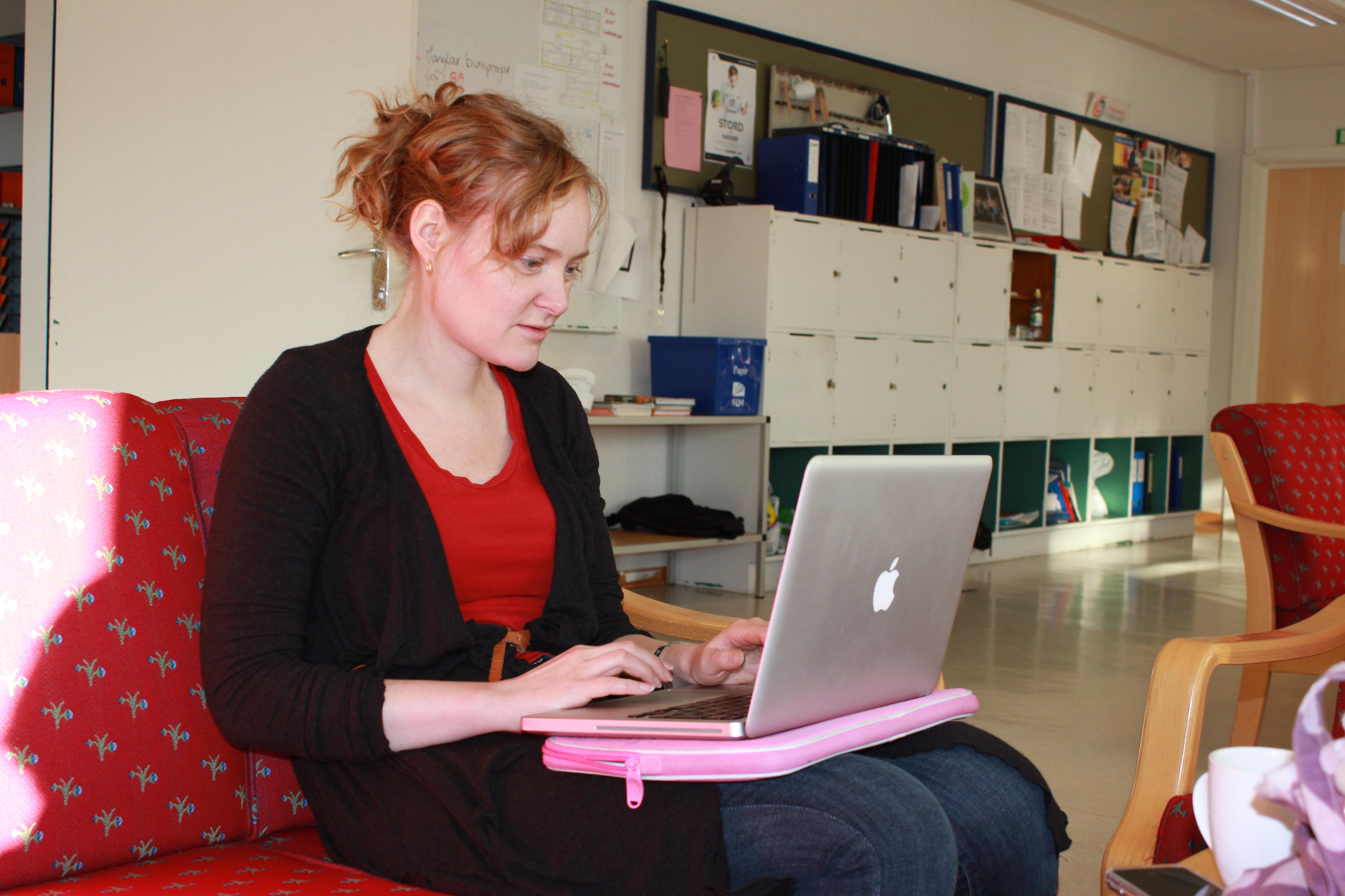 Skulebesøk:  Ingelin  Røssland  og  Teresa  Grøtan
